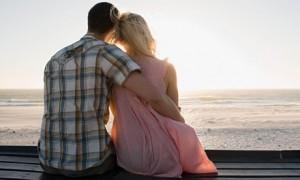Couple-on-beach-008